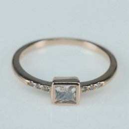 Ring square 5mm. Circonia rose